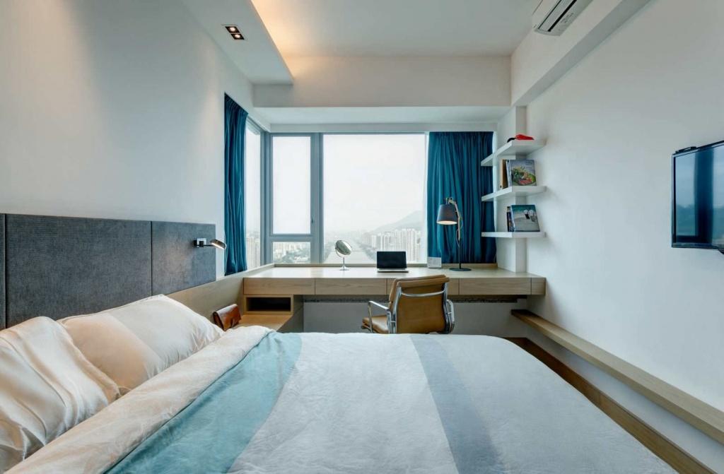 Идея для зонирования в узкой спальне