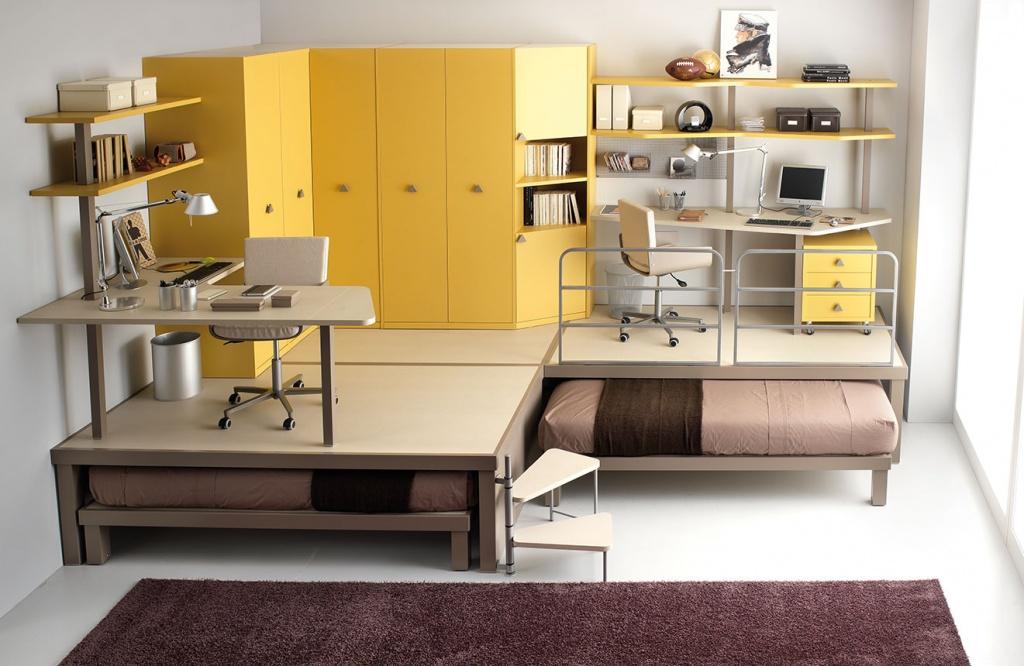 Комната с подиумом и выдвижными кроватями