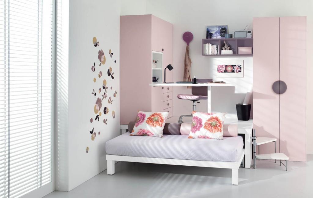 Комната с подиумом и выдвижной кроватью
