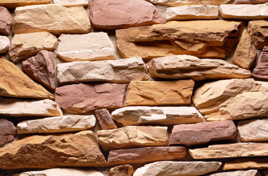 Фото: кладка натурального камня на фасад