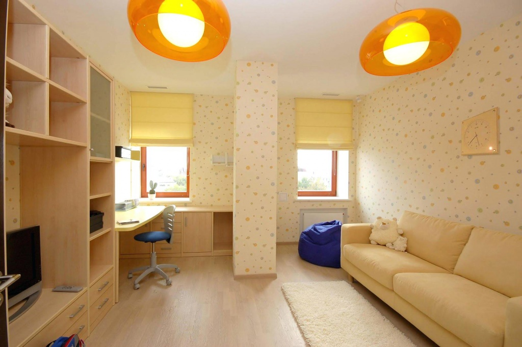 Интерьер однокомнатной квартиры в теплой цветовой гамме