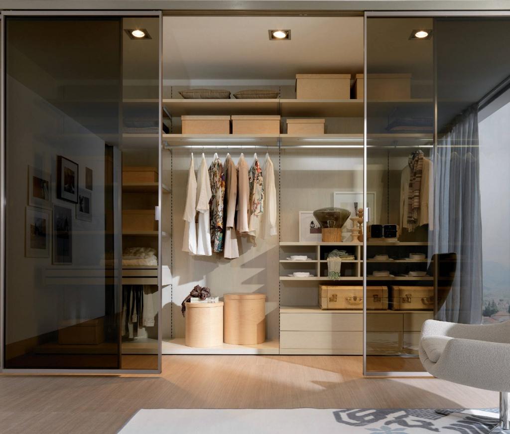 компактная гардеробная система с освещением