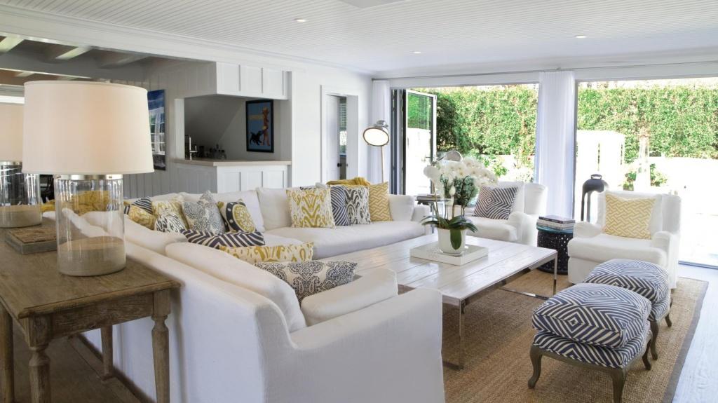 Внутренняя отделка дома очень проста: штукатурка и окраска в белый цвет