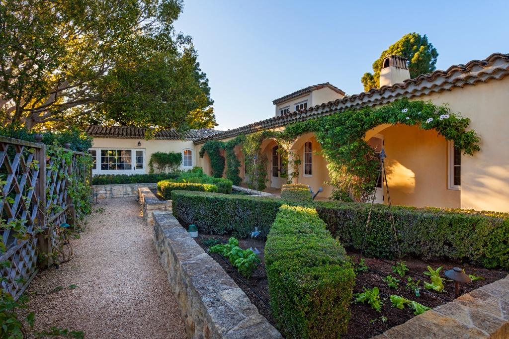 Ландшафтный дизайн дома в стиле прованс