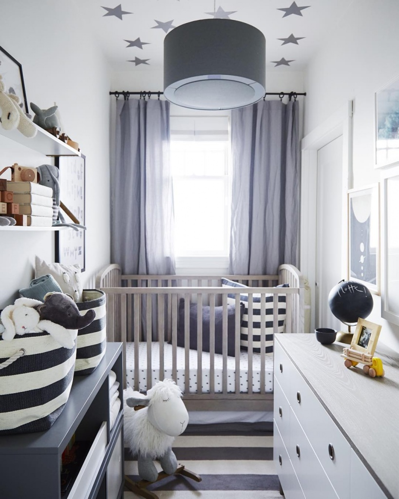 Маленькая детская комната для грудничка