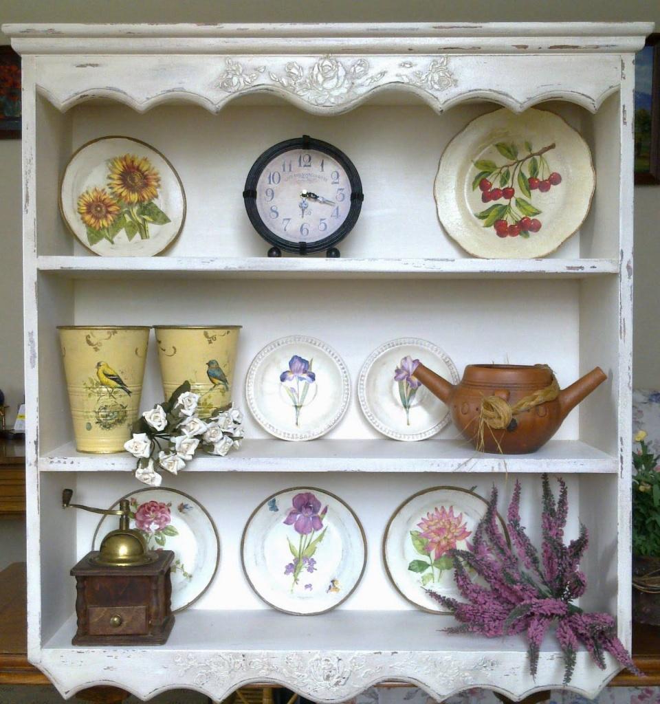 Пример шкафа, наполненного декором