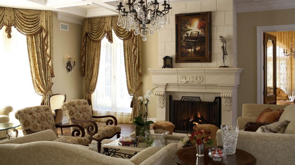 Изысканная классическая гостиная с камином