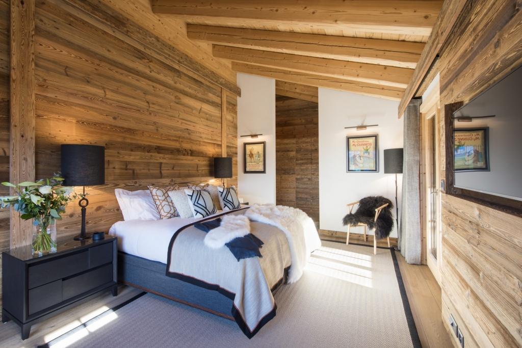 Декоративные подушки в интерьере спальни