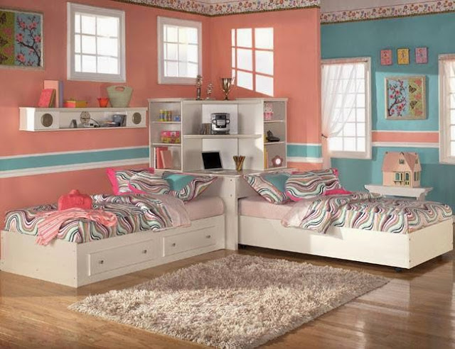 Уютная комната с мягким ковром