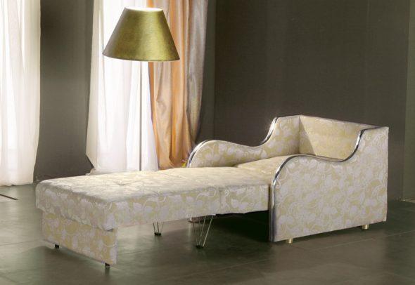 Экономный вариант – кресло-кровать