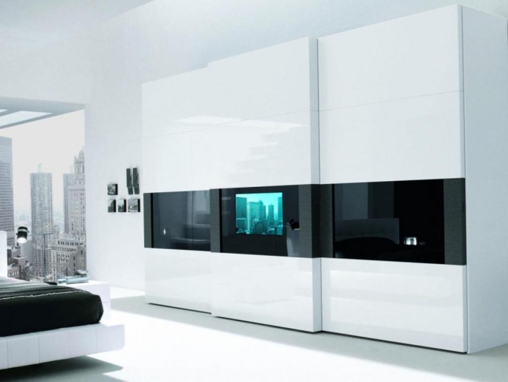 встроенный телевизор смотрится необычно и многофункционально