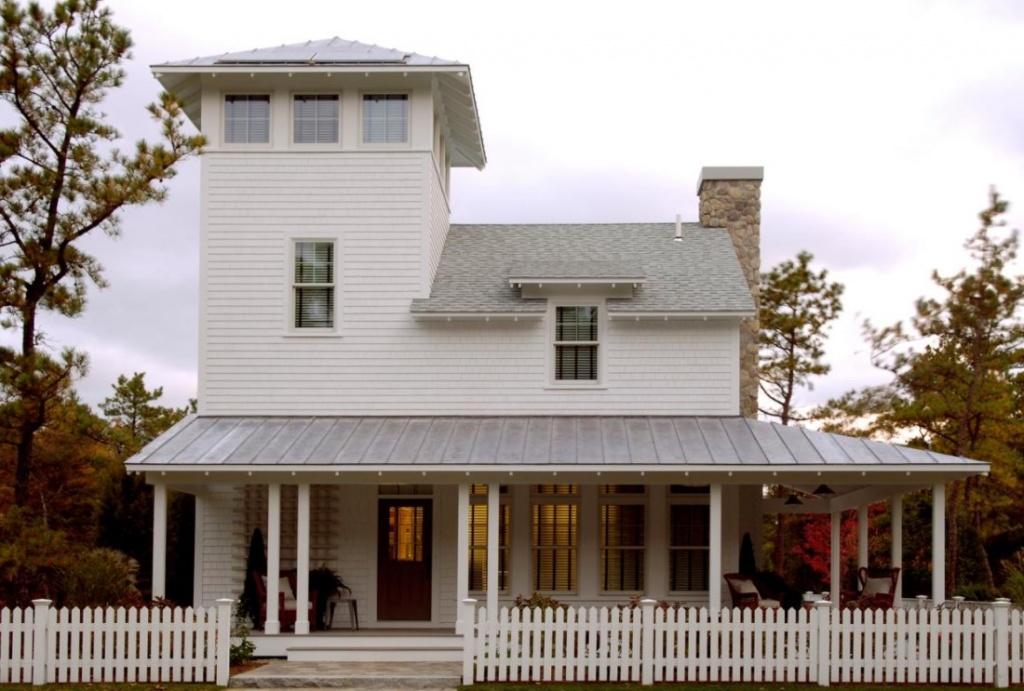 4. Современный сельский дом выглядит органично с отделкой из сайдинга.jpg