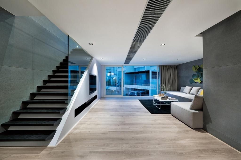 стеклянные поверхности отлично сочетаются с белым и серым цветами хай-тека