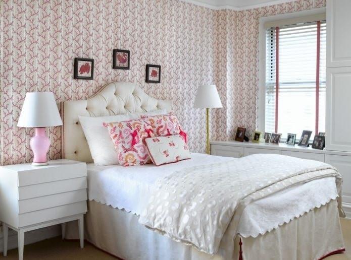 Мелкий рисунок на обоях в спальне
