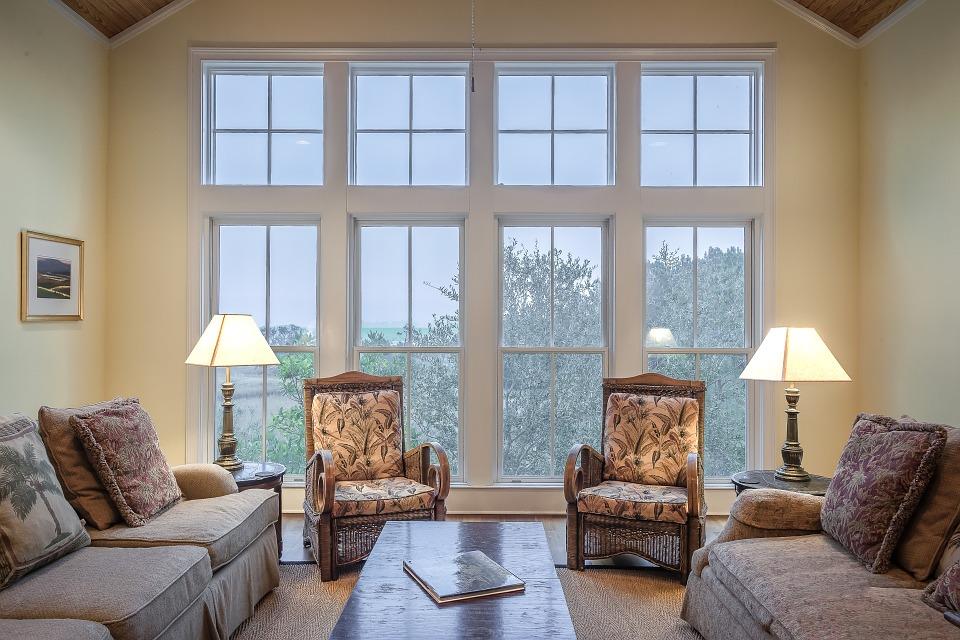 Симметричное расположение мебели в интерьере