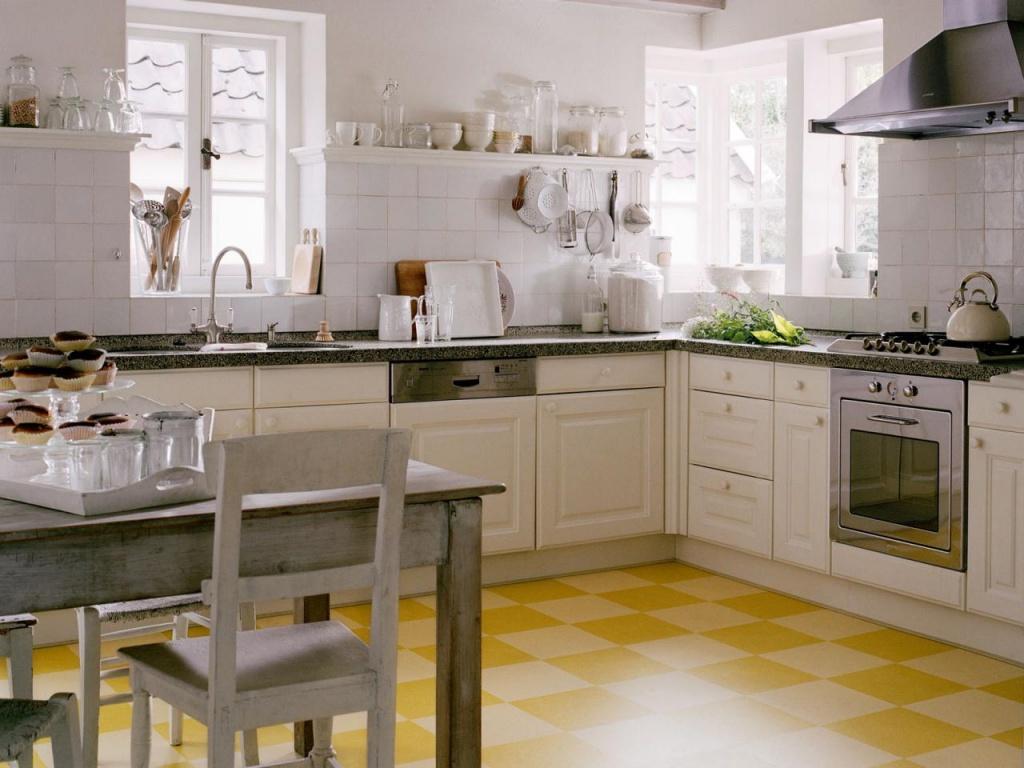 7. Окна вдоль рабочей поверхности кухни.jpg