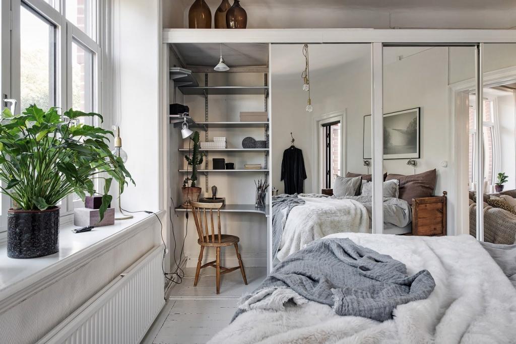 Зеркальный шкаф-купе как функциональный способ зрительно увеличить спальню
