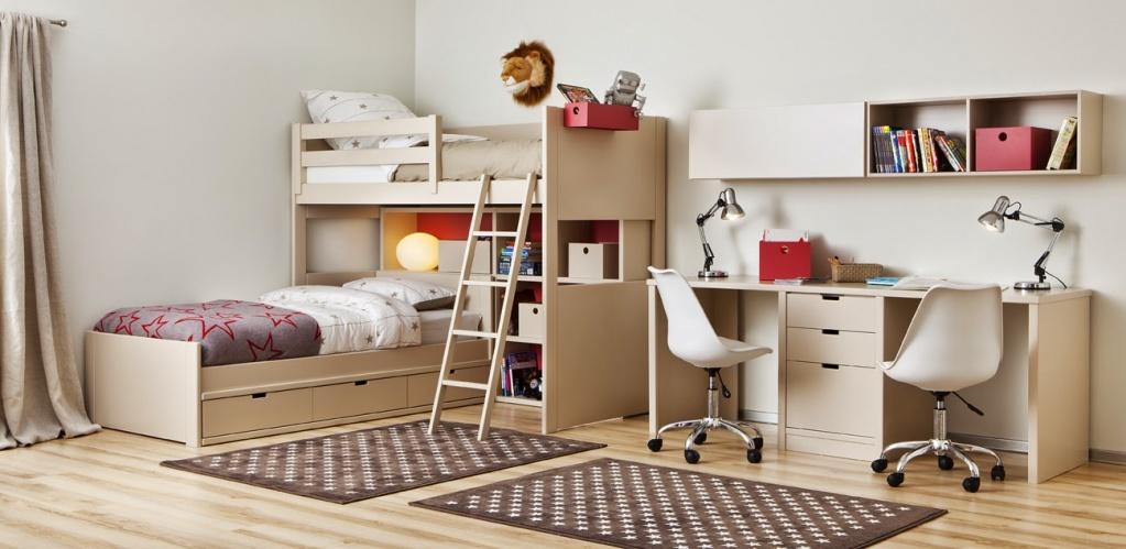 Размещение мебели вдоль стены в маленькой комнате
