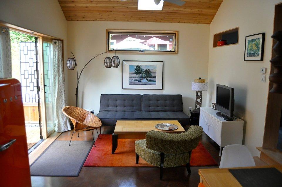 Крошечный коттедж (50 кв. м) уютен, несмотря на очень простую отделку