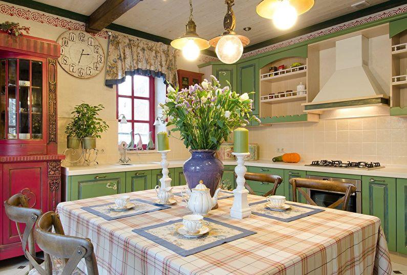 яркая кухня с характерной атмосферой Прованса