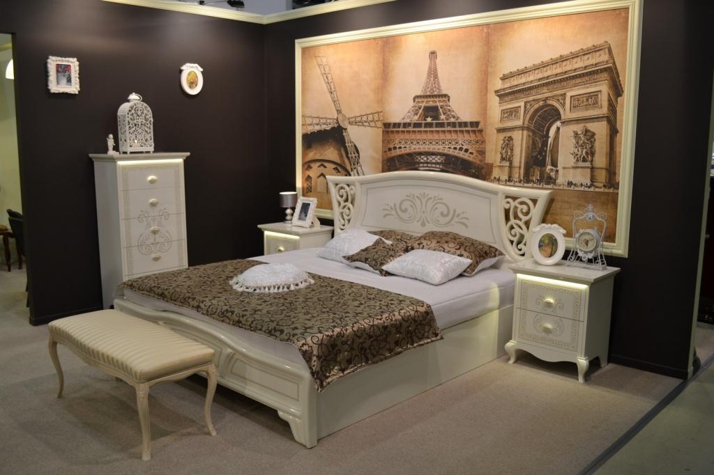 пример сдержанной винтажной спальни