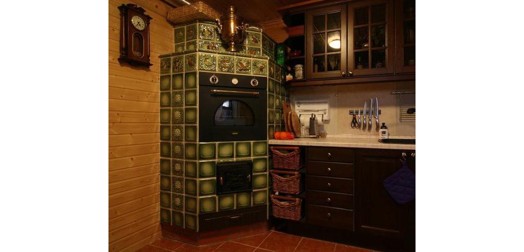 Красивая печь в интерьере кухни
