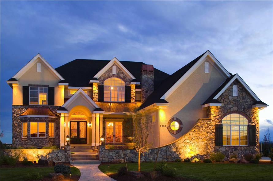 Дизайн поражает откровенно роскошным обликом, и сложной гармонией фасада