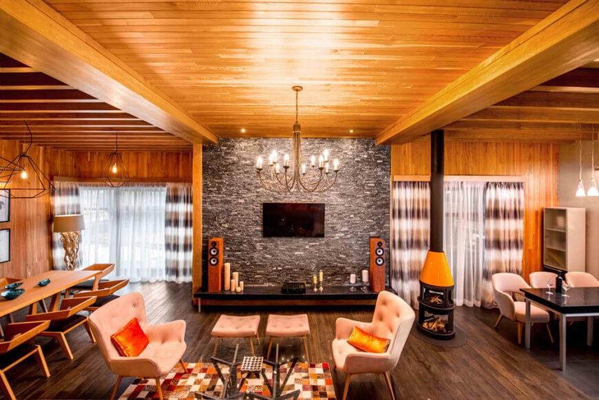 Просторный деревянный дом оформлен под «современный» кантри