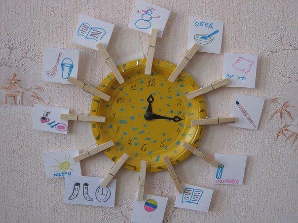 Оригинальные часы в детской