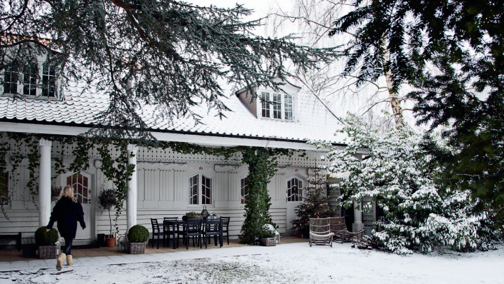 Сказочный дом с резным фасадом