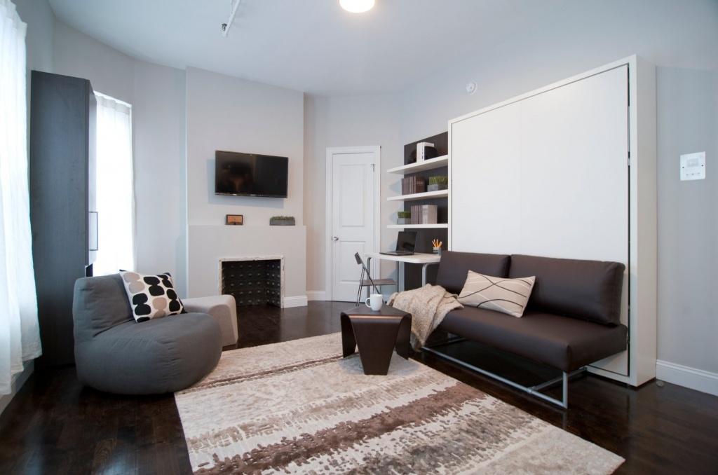 Бюджетная кровать в сложенном виде служит диваном