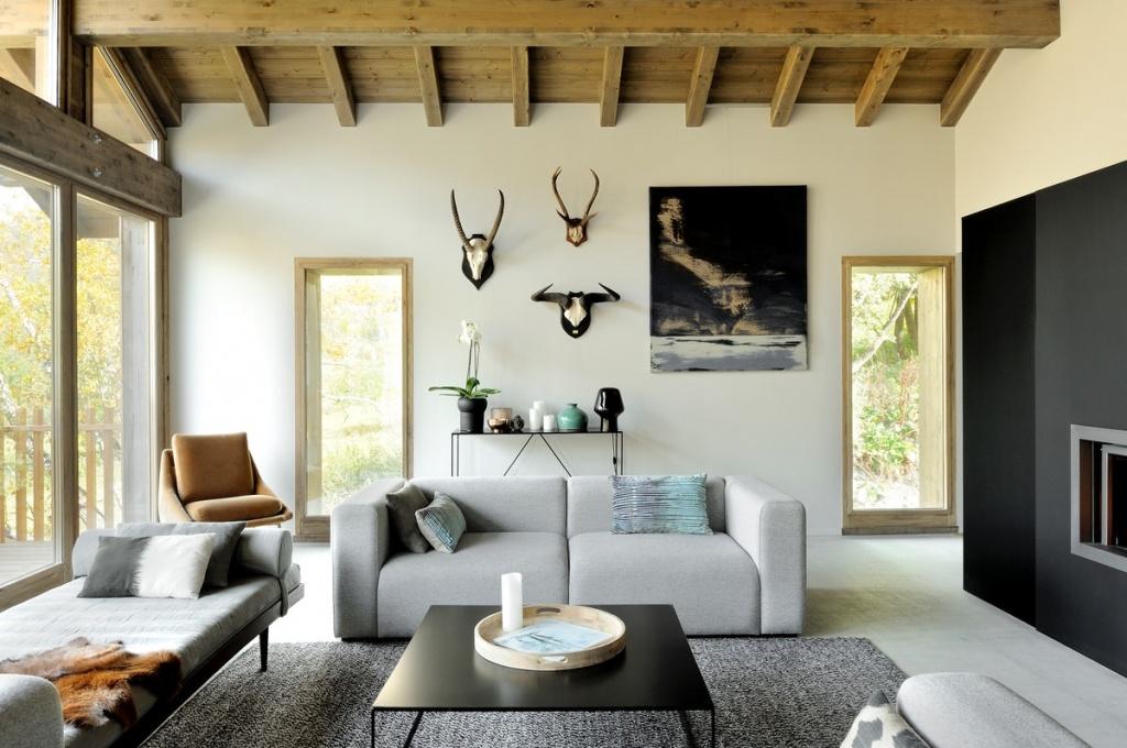 Деревянные балки на потолке создают особую атмосферу