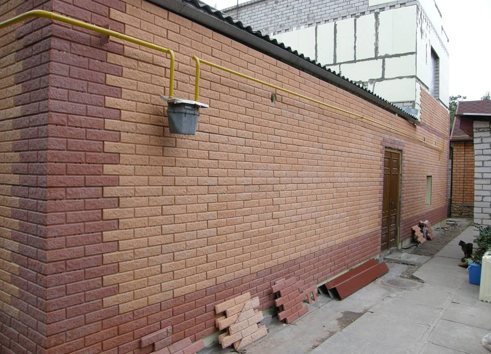 Фото: применение фасадных панелей для облицовки