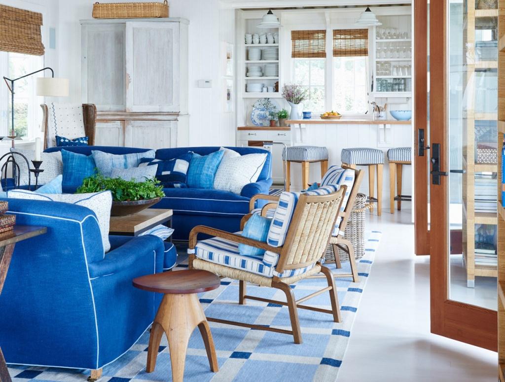 Жизнерадостный синий в дизайне коттеджа в Калифорнии