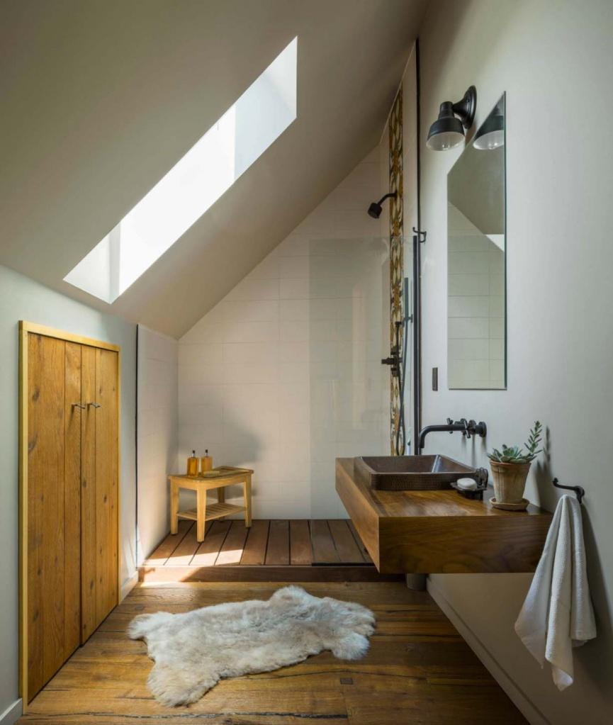 Деревянная мебель и отделка в лаконичном духе английского кантри