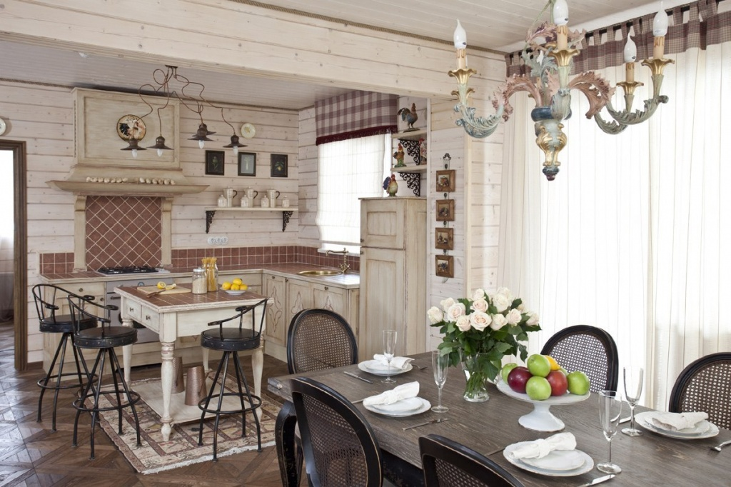 Светлая кухня с тёмной мебелью
