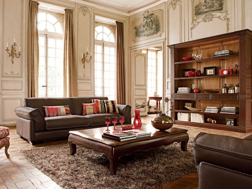 Шкафы и журнальный столик из темного дерева в интерьере классической гостиной