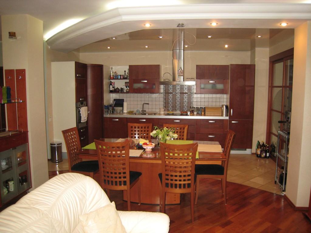 кухня, соединённая с гостиной