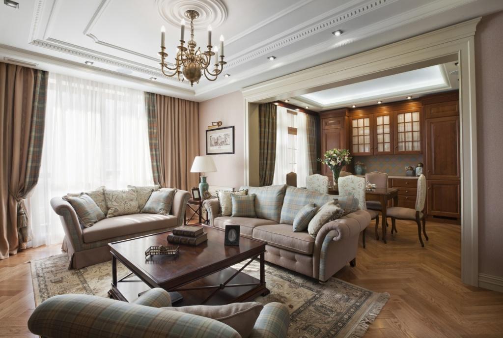 Удачный вариант сочетания штор и мягкой мебели