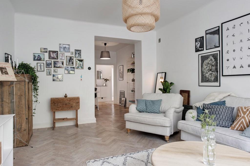 Фотографии на стенах однокомнатной квартиры