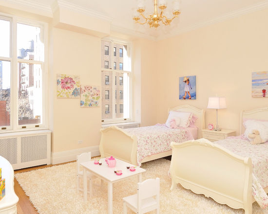 Светлая комната для девочек-подростков