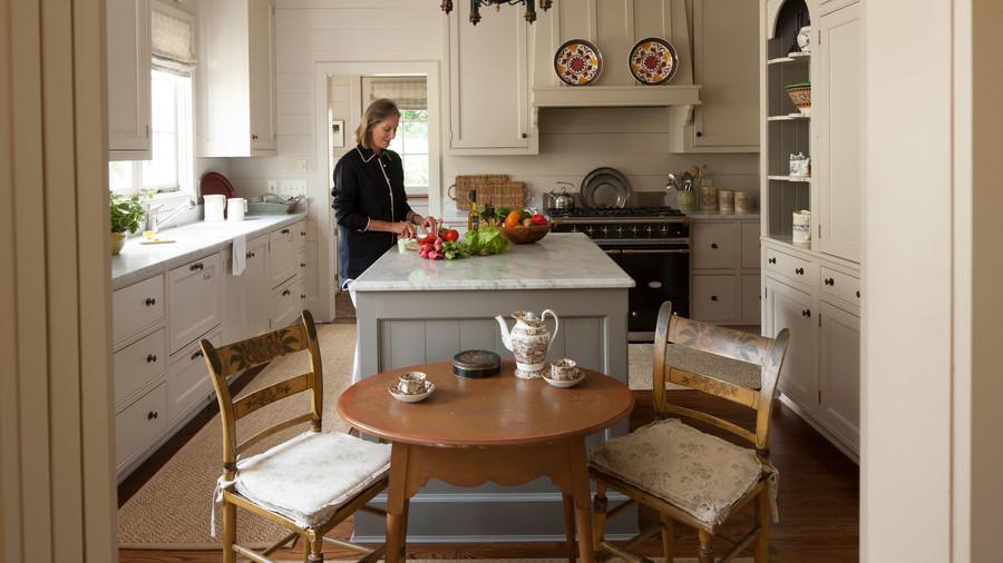 Обстановка современной кухни: просто, красиво и удобно