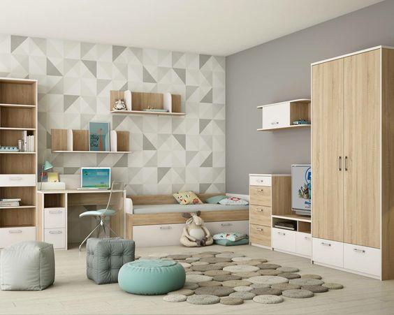 Вещи в детской комнате разложены по местам