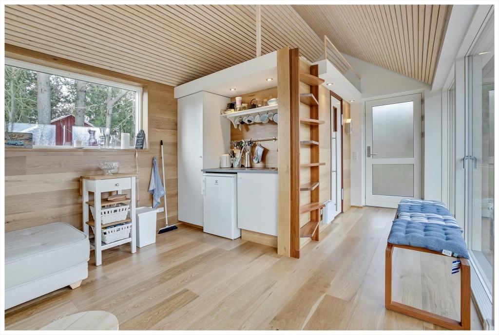 Лаконичный дизайн кухни в загородном доме