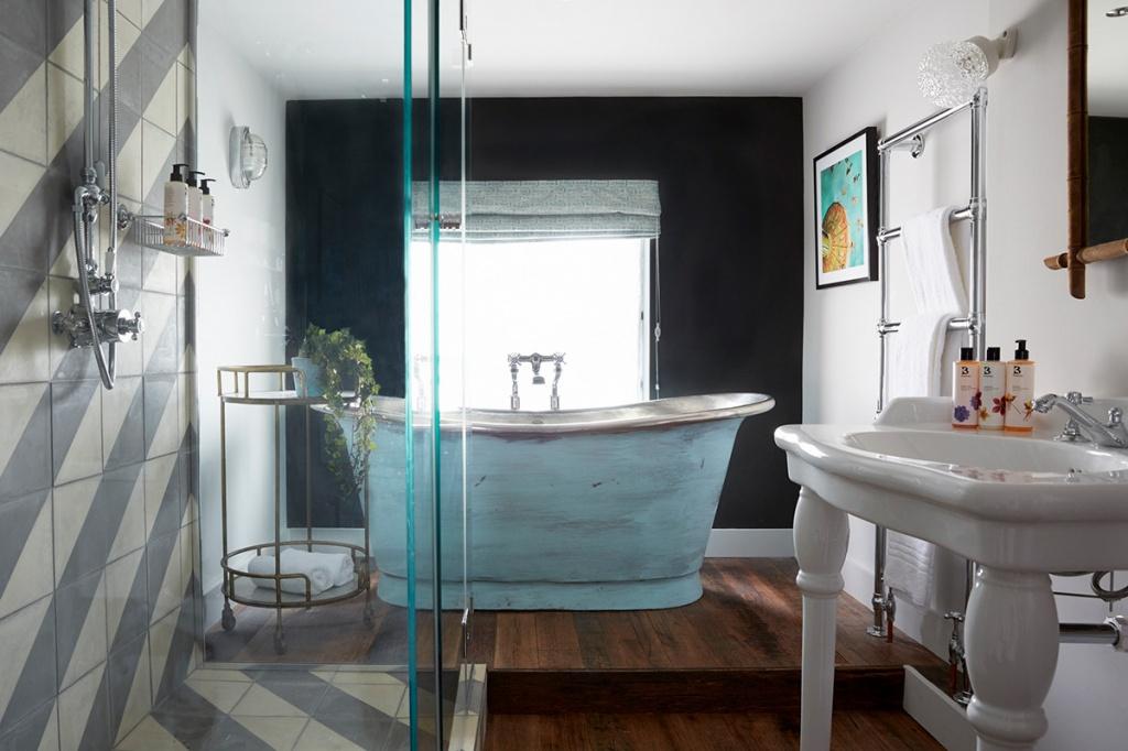 Небрежная окраска ванной в винтажном стиле