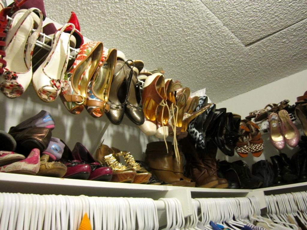 дополнительная полочка под обувь на стене