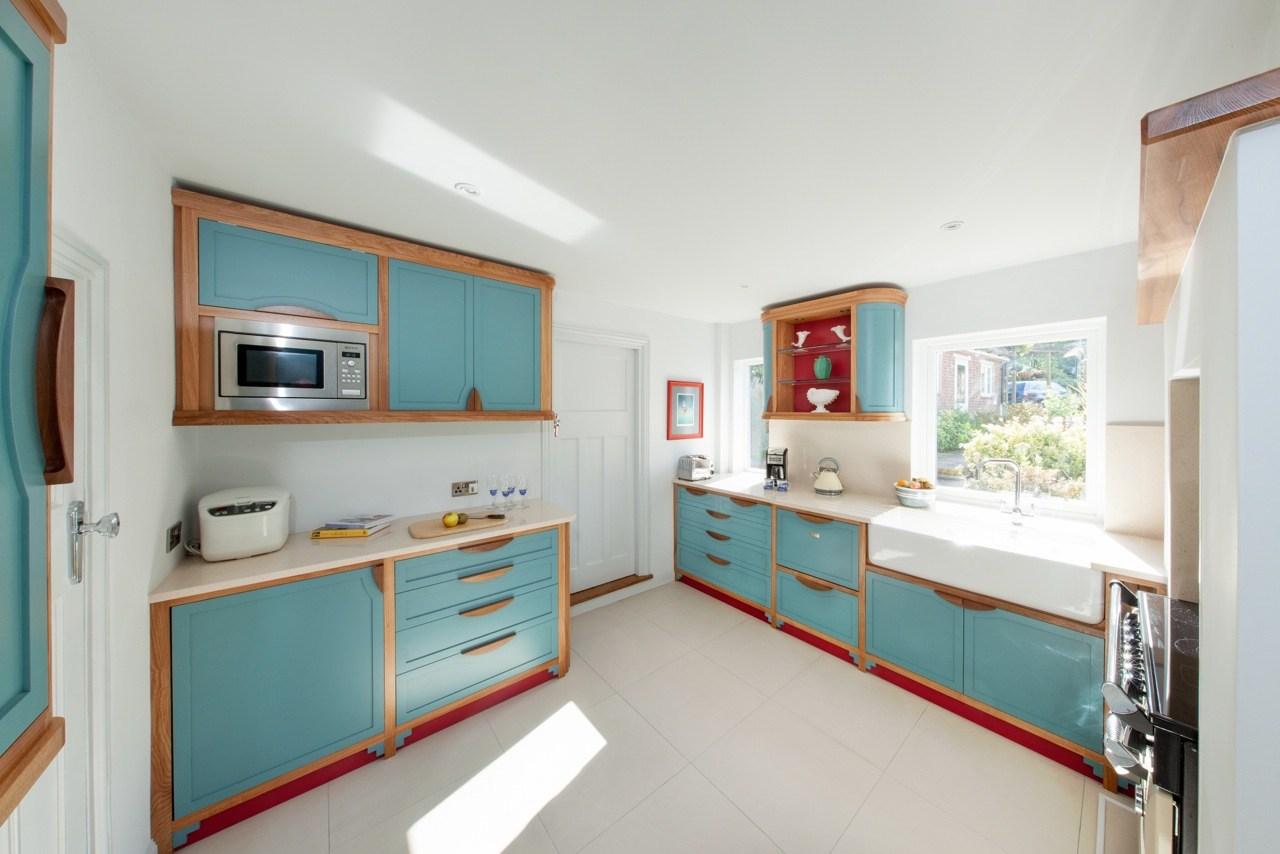 Дизайн интерьера угловой кухни.