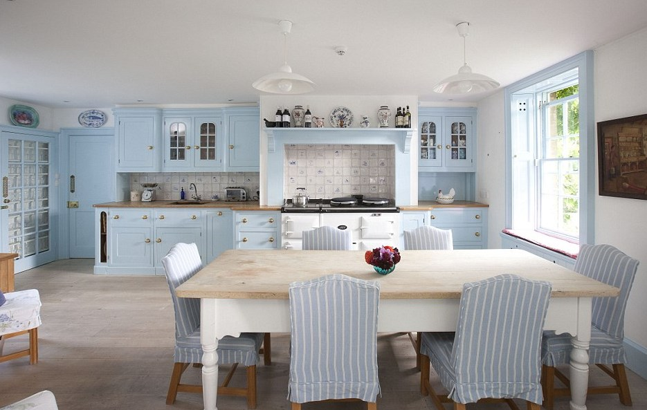 Воздушный Прованс — 35 примеров оформления кухни в коттедже и городской квартире